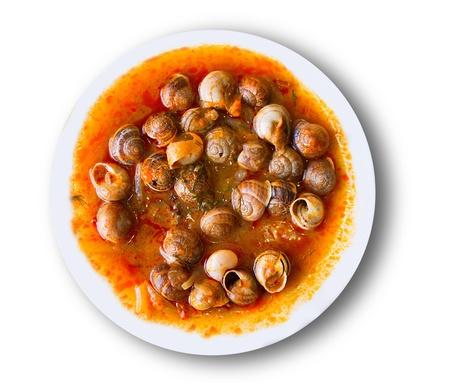 tapas españolas: plato de caracoles preparados en español estilo mediterráneo tradicional
