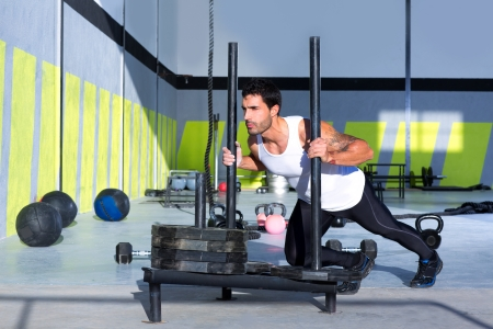?    ?     ?    ? �sledge: Trineo Crossfit hombre pushing pesas ejercicio entrenamiento