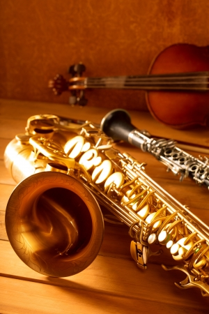 the tenor: Classic music Sax tenor saxophone violin and clarinet in vintage wood background Stock Photo