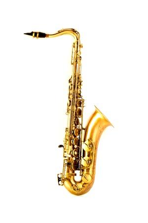 saxofon: Saxo tenor saxofón de oro aisladas sobre fondo blanco Foto de archivo