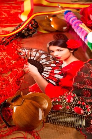 danseuse flamenco: Flamenco femme avec torero et Espagne éléments typiques Espana comme des castagnettes fan et un peigne