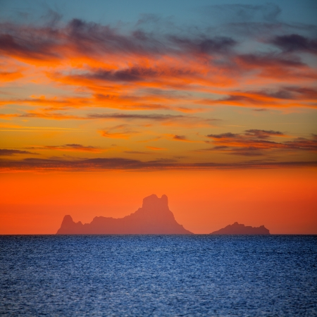 es: Ibiza sunset Es Vedra view from Formentera la Savina red orange sky