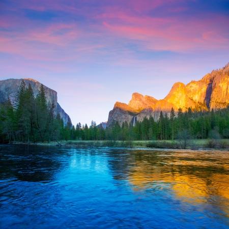 ヨセミテ マーセド川エルキャピタン、ハーフドーム米国カリフォルニアの国立公園で 写真素材