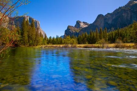 Yosemite Merced River el Capitan and Half Dome in California National Parks US 版權商用圖片