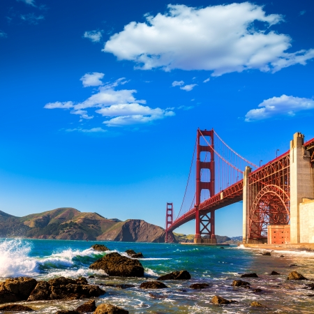 dorado: San Francisco Puente Golden Gate GGB de la playa de Marshall en California EE.UU.