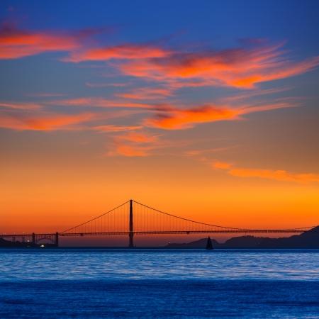Golden Gate atardecer puente en San Francisco California EE.UU.