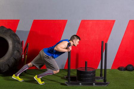 slee duw man duwen workout oefening op sportschool