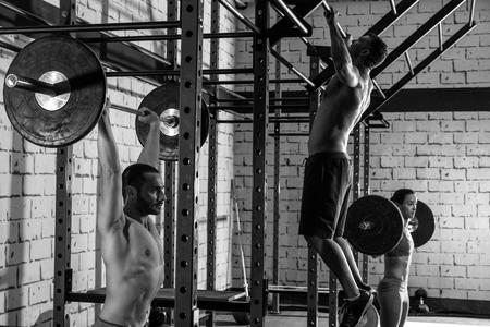 Poids Barbell groupe levage haltérophilie exercice d'entraînement gymnase