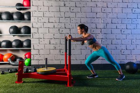 slee push vrouw duwen workout oefening
