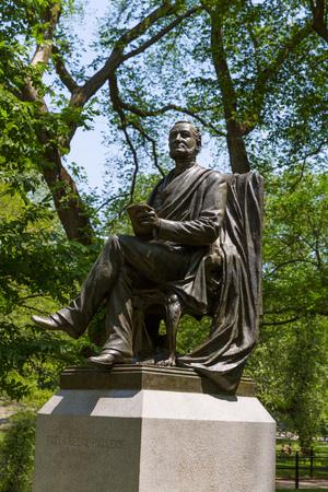 fitz: Central Park fitz greene halley statue Manhattan New York US Stock Photo