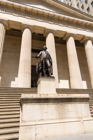 federal: New York Federal hall Memorial George Washington Statue US Stock Photo