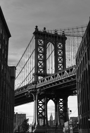 manhattan bridge: Manhattan Bridge at Brooklyn street New York city US