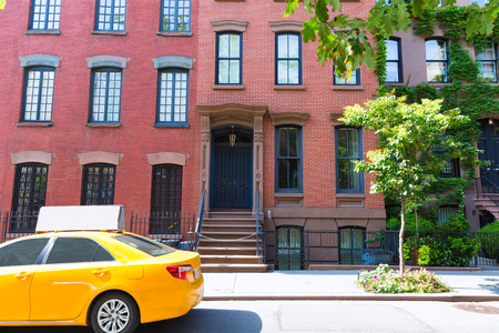 taxi: West Village en Nueva York Manhattan construcción de taxi amarillo de Nueva York EE.UU.