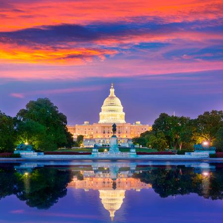 アメリカ ワシントン DC の米国の日没の議会議事堂