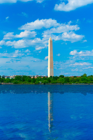 district of colombia: Washington Monument riflette in Tidal Basin District of Columbia USA