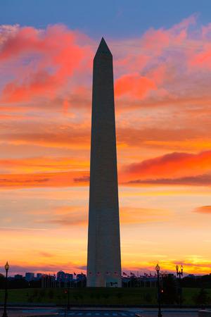Monumento a Washington la puesta del sol en el Distrito de Columbia DC EE.UU. Editorial