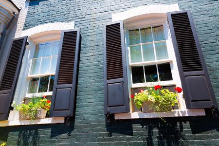 casa colonial: Casas casco histórico Georgetown fachadas Washington DC en EE.UU. Foto de archivo