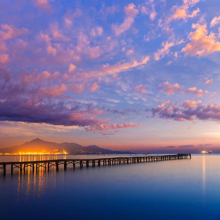 Majorque Muro plage lever de soleil dans la baie d'Alcudia Mallorca à Îles Baléares d'Espagne Banque d'images