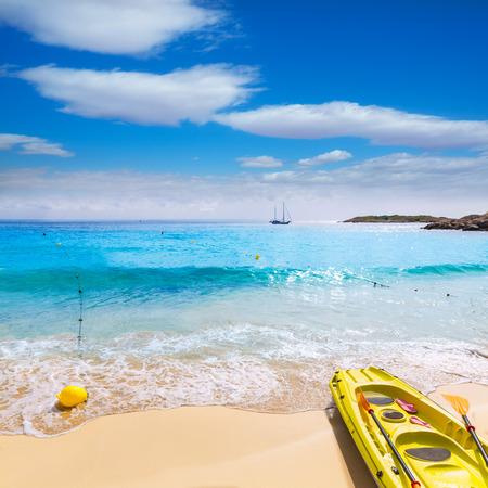 ocean kayak: Playa de Mallorca Playa de Illetas Balneario en Mallorca Bendinat de Calvi� en las islas Baleares de Espa�a