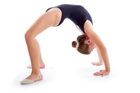 gimnasia ritmica: Kid chica ejercicios de gimnasia r�tmica en el fondo blanco