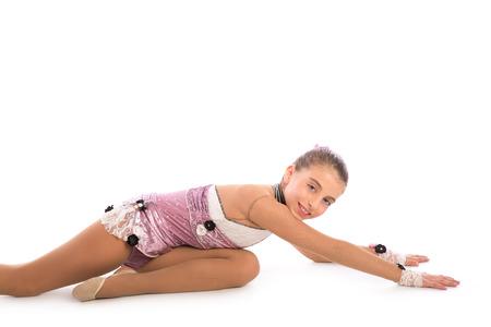 rhythmische sportgymnastik: Kid M�dchen rhythmische Gymnastik �bungen auf wei�em