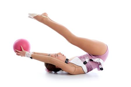 rhythmische sportgymnastik: Kid M�dchen Ball rhythmische Gymnastik aus�ben auf wei�