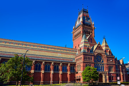 colegios: La Universidad de Harvard edificio hist�rico en Cambridge en Massachusetts EE.UU.