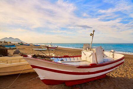 paisaje mediterraneo: Barcos playa Almería Cabo de Gata San Miguel en España