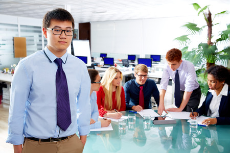 ejecutivo en oficina: Asian executive young businessman portrait in office meeting