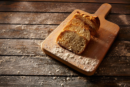 life loaf: Bread sliced loaf on wooden board in rustic wood table