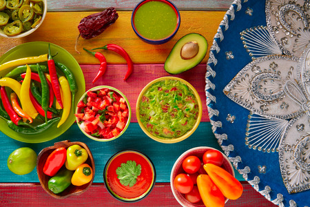 Mexican Food mélangé nachos guacamole pico fromage sauce chili trempage cheddar de citron de gallo