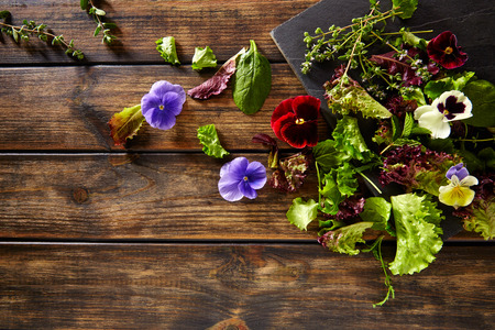 lechuga: Fresh saland ingredients lettuce flowers spinach on rustic wood Foto de archivo