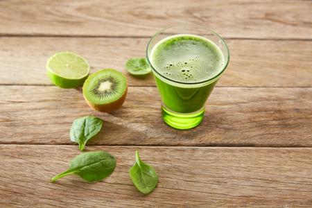 raices de plantas: Desintoxicación receta limpieza jugo verde con limón también kiwi pepino espinaca