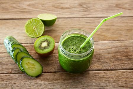jugo verde: Desintoxicaci�n receta limpieza jugo verde con lim�n tambi�n kiwi pepino espinaca