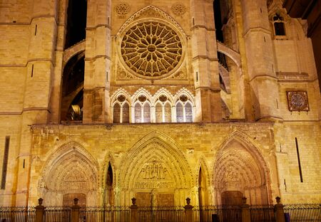 kirk: Cathedral of Leon sunset facade in Castilla at Spain Stock Photo