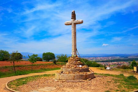 camino de santiago: Stone cross of Santo Toribio near Astorga by the way of Saint James at Leon