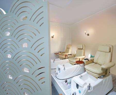 pedicura: sofá silla de salón de uñas pedicura en pantalla el arte deco estilo Foto de archivo