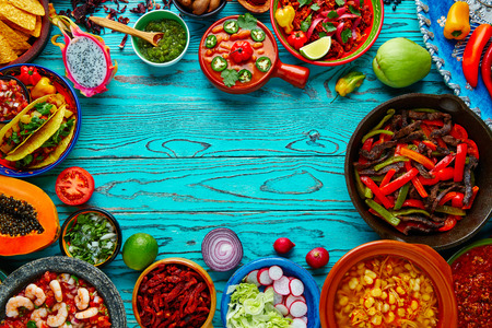 gıda: Meksika yemekleri karışımı copyspace çerçeve renkli arka plan Meksika Stok Fotoğraf