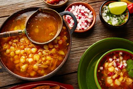 Pozole Met Mote Grote Maïstegel Uit Mexico Met Ingrediënten En Voorgerecht