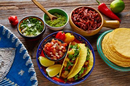 Tacos al Pastor Mexikaner mit Koriander Ananas und Chili Standard-Bild