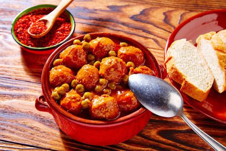 albondigas: Albóndigas de tapas pastel de carne albóndiga receta de España Foto de archivo