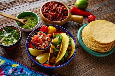 タコス アル牧師メキシコ唐辛子とコリアンダー パイナップル 写真素材
