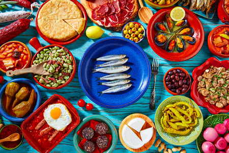 Tapas uit Spanje mix van de meest populaire recepten van de Mediterrane keuken