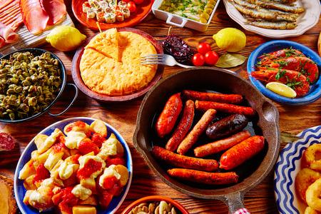 Tapas de España variada mezcla de comida mediterránea tapa más popular Foto de archivo