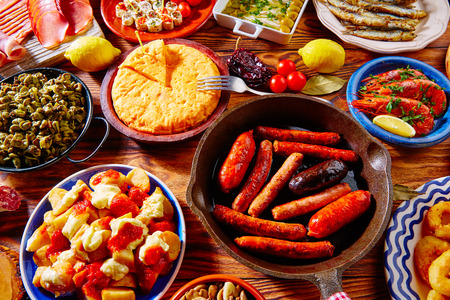 Tapas from spain varied mix of most popular tapa mediterranean food 版權商用圖片 - 52500819