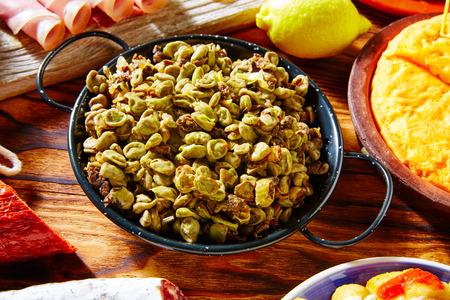 ejotes: Tapas habas con morcilla lima frijoles España alimenticios