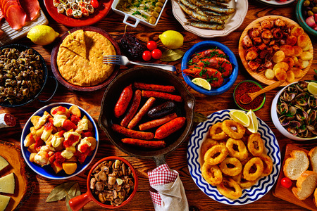 Tapas from spain varied mix of most popular tapa mediterranean food 版權商用圖片 - 52500863