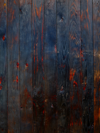 quemado: tablero de madera quemada patrón valla de textura de fondo