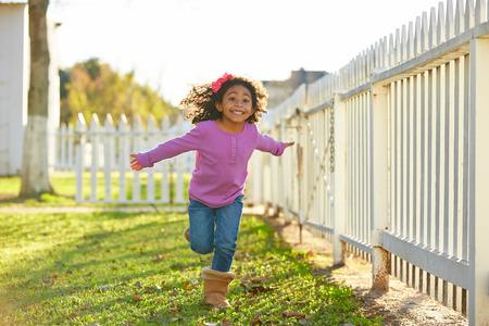子供女の子幼児公園屋外ラテン民族で実行されているを再生 写真素材