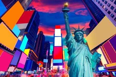 Tiempo: Estatua de la libertad y Times Square Nueva York Símbolos del americano de EE.UU. photomount Foto de archivo